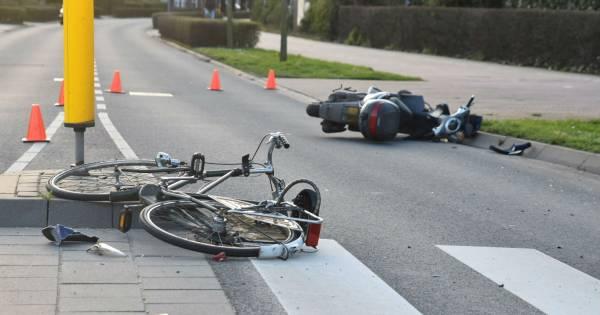Scooterbestuurster gewond bij botsing met fietser in Zaltbommel.