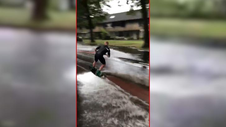 Na noodweer per wakeboard door de straten van  Oirschot