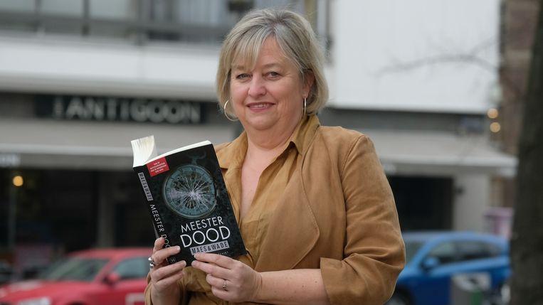 Ria Maes met haar nieuw boek.
