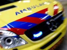Fietsster glijdt uit over puin op weg in Abcoude