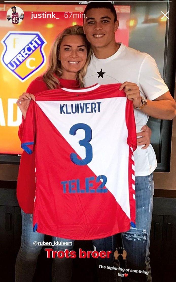 Ruben Kluivert (17) is trots op het shirt van zijn nieuwe club.