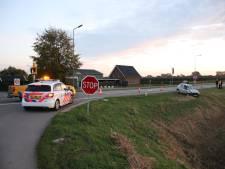 Auto raakt van de weg door aanrijding bij Rhenoy