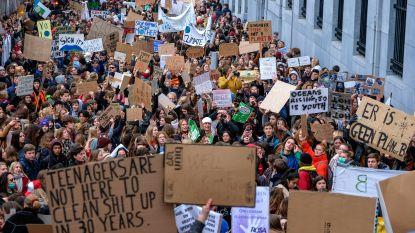"""Immense opkomst voor tweede """"spijbelen voor het klimaat"""": 12.500 jongeren wandelen protestmars door Brussel"""