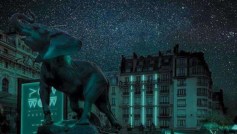 Artist's impression van een stad die wordt verlicht met bacteriën. Door het 'zachte' licht blijft de sterrenhemel zichtbaar. Beeld