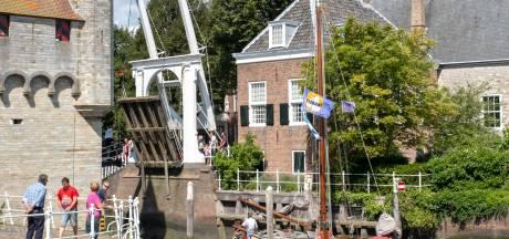 Oude Zierikzeese bruggetjes openen voor oude hengst