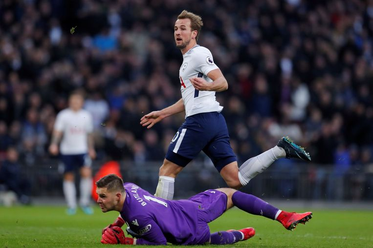 """Soccer Football - Premier League - Tottenham Hotspur vs Stoke City - Wembley Stadium, London, Britain - December 9, 2017   Tottenham's Harry Kane misses a chance to score        Action Images via Reuters/Andrew Couldridge    EDITORIAL USE ONLY. No use with unauthorized audio, video, data, fixture lists, club/league logos or """"live"""" services. Online in-match use limited to 75 images, no video emulation. No use in betting, games or single club/league/player publications. Please contact your account representative for further details. © PHOTO NEWS / PICTURE NOT INCLUDED IN THE CONTRACTS  ! only BELGIUM !"""
