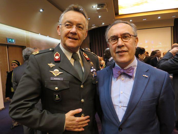 Toine Beukering (links, in 2016) was brigadegeneraal bij de Koninklijke Landmacht
