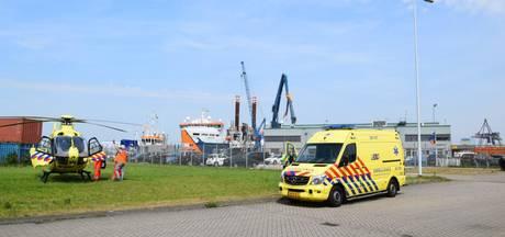 Man krijgt op scheepswerf in Moerdijk stalen balk in gezicht