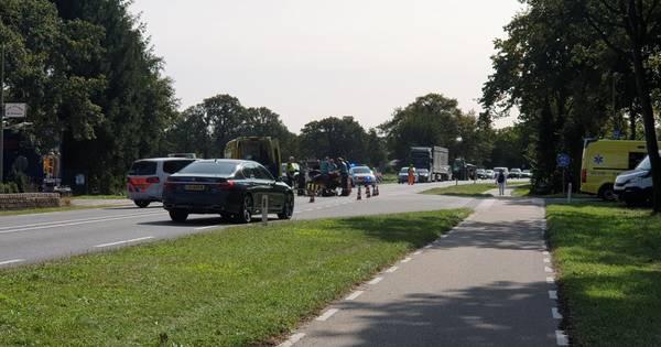 Aanrijding met motor en auto's in Hengelo: twee bestuurders naar ziekenhuis.