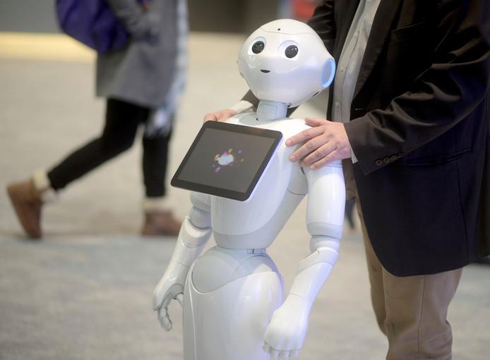Robot Peppert wordt vanaf vandaag ingezet bij het gemeentekantoor in Rotterdam-IJsselmonde.