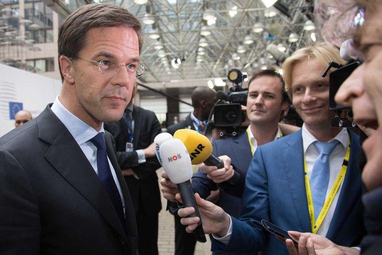 Premier Mark Rutte praat in Brussel met de pers, voorafgaand aan de tweedaagse Europese top. Beeld anp