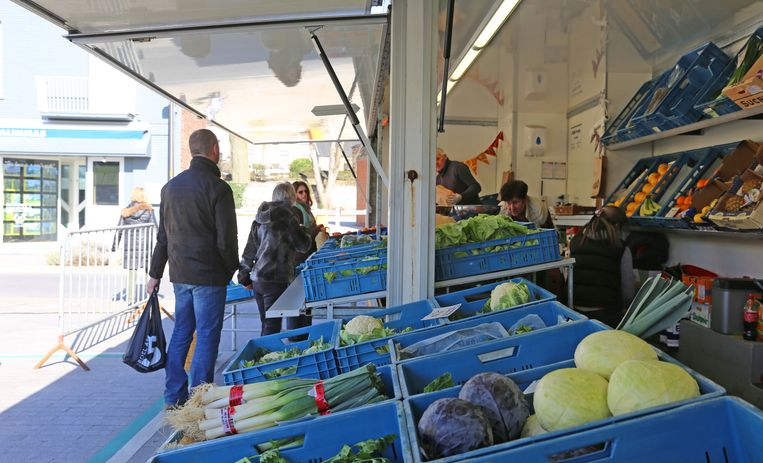 De markt ging door maar alleen voedingskramen werden toegelaten.