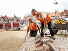 Echtgenoten Eric en Rosina allebei stratenmaker: als opperman zorgt zij ervoor dat hij nooit zonder stenen zit