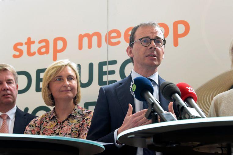 Vlaams minister Hilde Crevits (lijsttrekker West-Vlaanderen Vlaams parlement) en partijvoorzitter Wouter Beke (lijsttrekker Limburg Kamer).