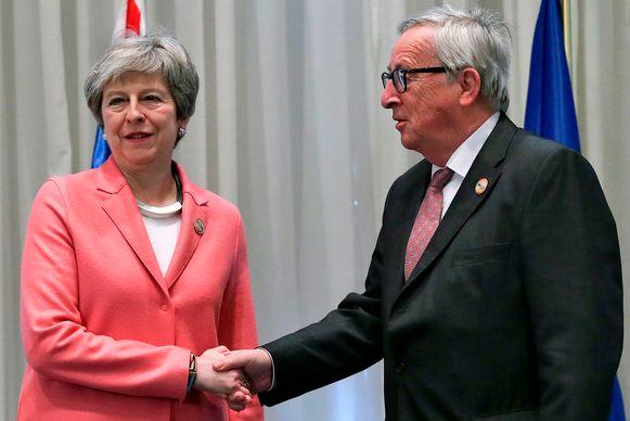 Premier May belde gisterenavond nog met Commissievoorzitter Juncker om vast te stellen dat de gesprekken volledig geblokkeerd zijn.