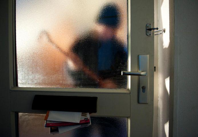 Inbrekers probeerden een woning open te breken in Dronten.