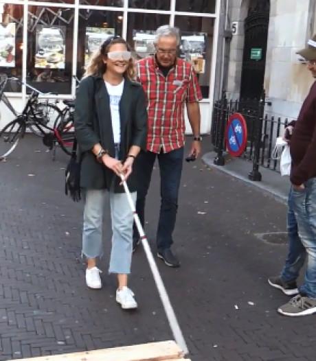 Voorbijgangers bij Plein ervaren hoe het is om niet goed te zien