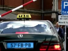 Taxibedrijven Amsterdam stappen naar rechter