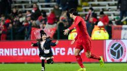 Dat heet dan gelukkig zijn: Refaelov viert knappe winner tegen Eupen met dochtertje en zoon op veld