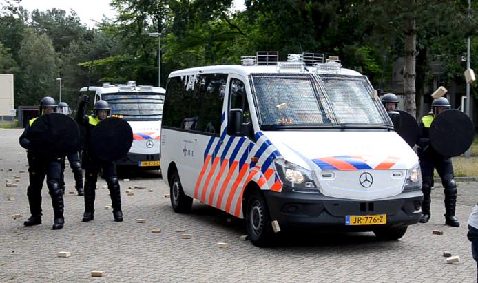 Nieuwe ME bus tijdens presentatie in Ossendrecht Foto Vincent Krijtenburg