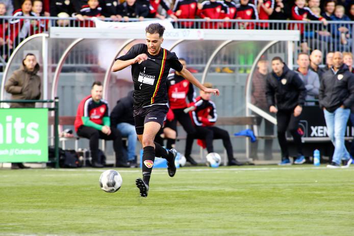 Amine Lakhal aan de bal voorafgaand aan de 1-0.