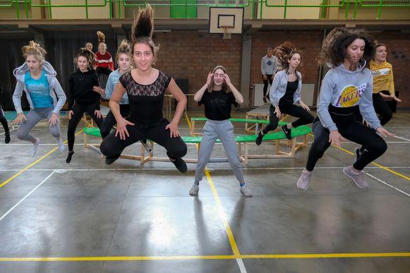 Voorbereiding dans-en toneelvoorstelling.