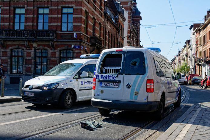 Lors des émeutes à Anderlecht, l'un des fauteurs de troubles avait pu voler l'arme de service d'un policier et avait tiré plusieurs coups de feu, sans toutefois toucher personne.