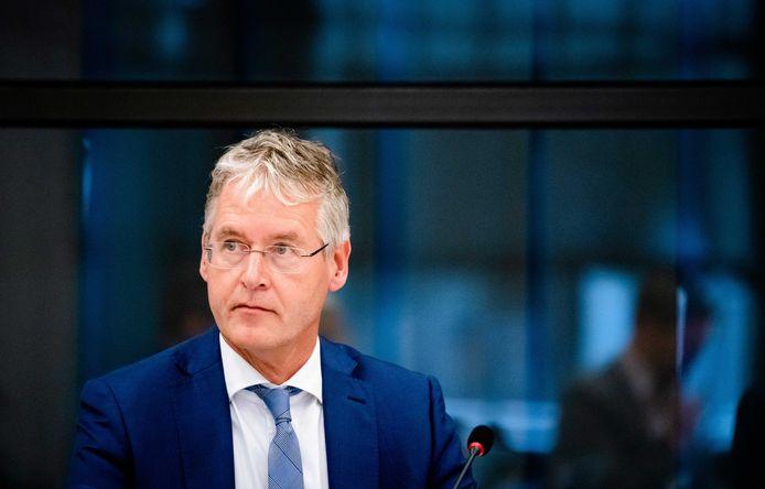 Minister Arie Slob voor Basis- en Voortgezet Onderwijs (ChristenUnie) tijdens het debat in de Tweede Kamer over het basis- en voorgezet onderwijs en corona.
