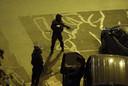 Politie met zware wapens in de straten van Parijs.