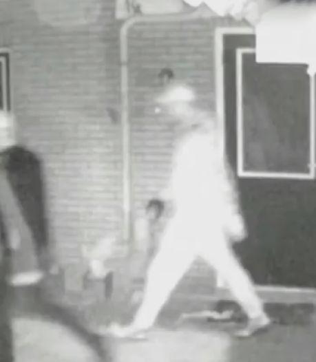 Politie zoekt mannen met petjes en koevoet voor inbraakpoging in Ommen