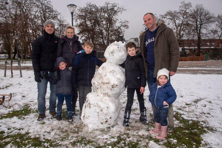 Sneeuwpret in De Warande in Wetteren.