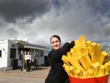 Demi gaf hongerige filerijders op de A2 frikandellen: 'Je kon er op wachten'