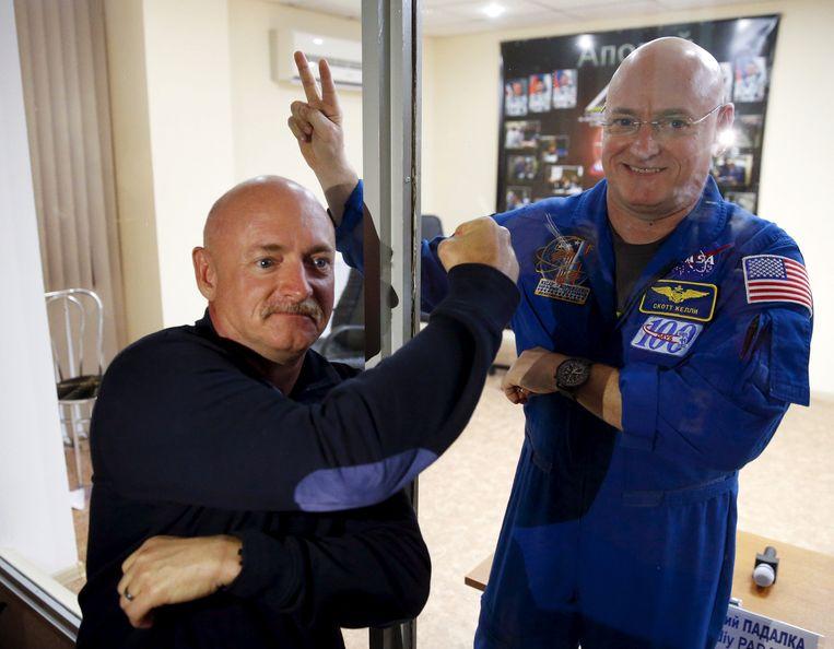 NASA-astronaut Scott Kelly (rechts) met zijn tweelingbroer Mark.