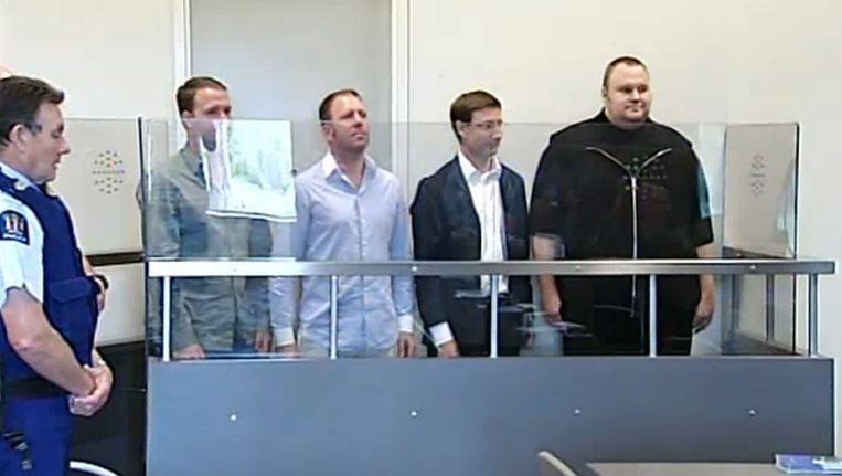 De vier verdachten, met rechts Kim Dotcom, tijdens hun voorgeleiding bij de Nieuw-Zeelandse rechtbank. Beeld afp