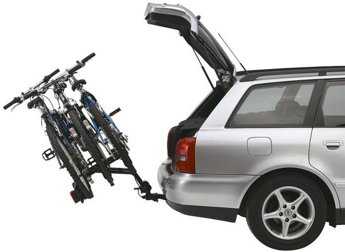 Een kantelende fietsdrager zodat de achterklep toch nog gebruikt kan worden. foto GPD/PR
