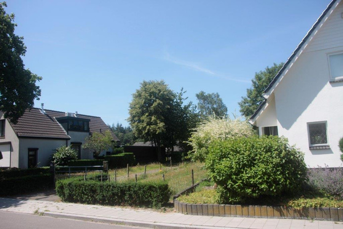 Nu nog is het een lege plek, aan de Oude Zwolseweg in Wenum Wiesel, naast nummer 37.