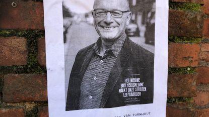 """Inwoner verspreidt affiches met haatberichten over schepen: """"Grootste klootzak van Turnhout"""""""