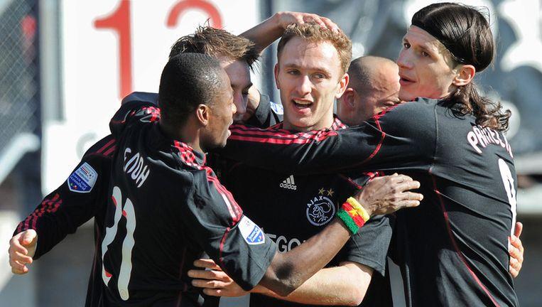(VLNR) Eyong Enoh, Christian Eriksen, Dennis Rommedahl, Gabri en Marko Pantelic van Ajax vieren in Rotterdam het doelpunt van Rommedahl tijdens de wedstrijd tegen Sparta Rotterdam (0-3). Foto ANP Beeld