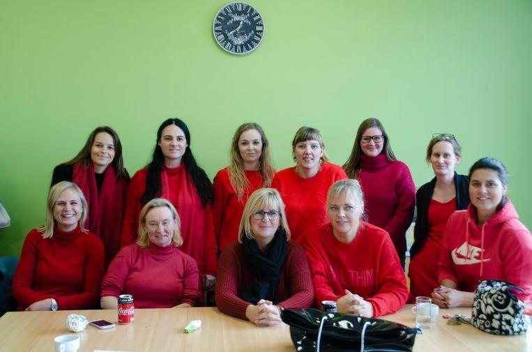 Het leerkrachten team kleurde voor 1 dag rood, om 423.335 jongeren een hart onder de riem te steken.