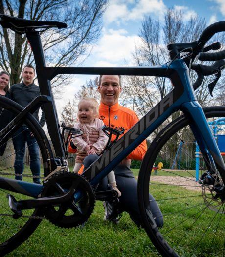 (O)pa Theo gaat met Betuwse wielermaten 500 km fietsen voor Vayen en alle andere 'hartekinderen'