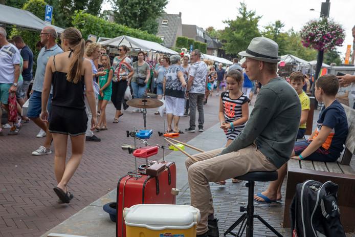 De formule van straatartiesten en kraampjes blijkt ook dit jaar weer goed te werken in Eersel.