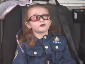 Zieke Olivia (6) is politieagente voor een dag