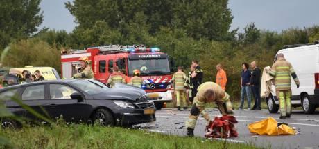 Auto's botsen in IJsselstein, drie gewonden naar ziekenhuis