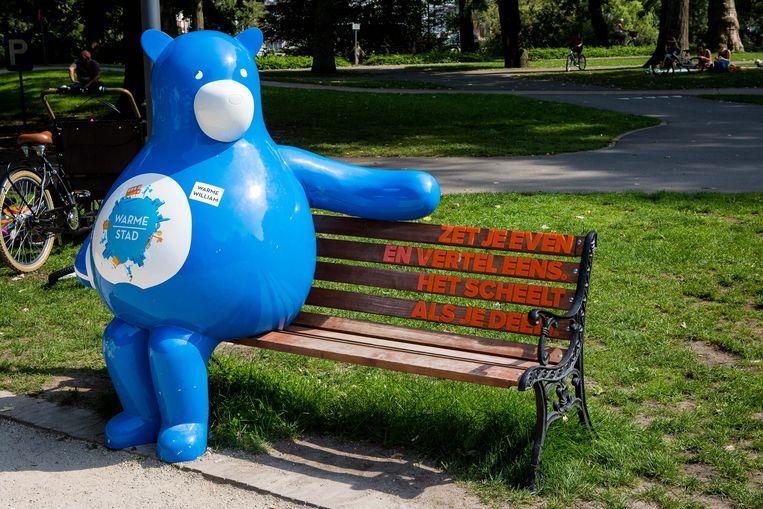 De mascotte Warme William, hier te zien in Brugge, strijkt weldra in Zwevegem neer.