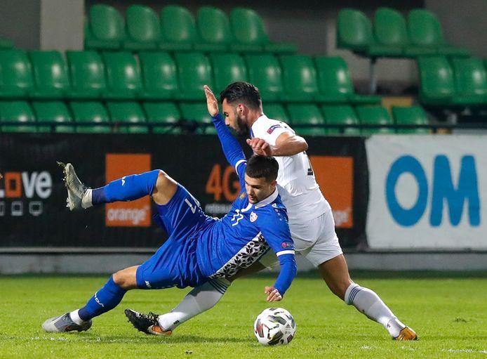 Vitalie Damascan (l) kwam er in het shirt van de Moldaven tegen de Grieken niet aan te pas.