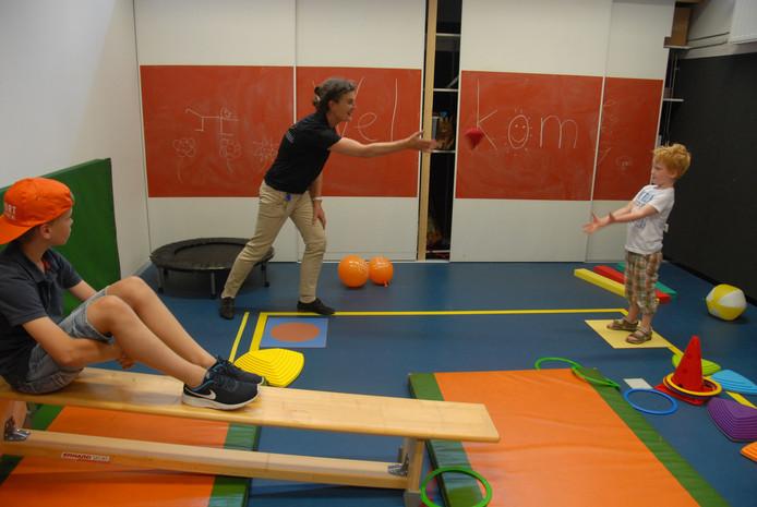 De kinderoefenzaal is een van de ruimten waarover de (sterk uitgebreide) praktijk voor fysiotherapie de beschikking heeft