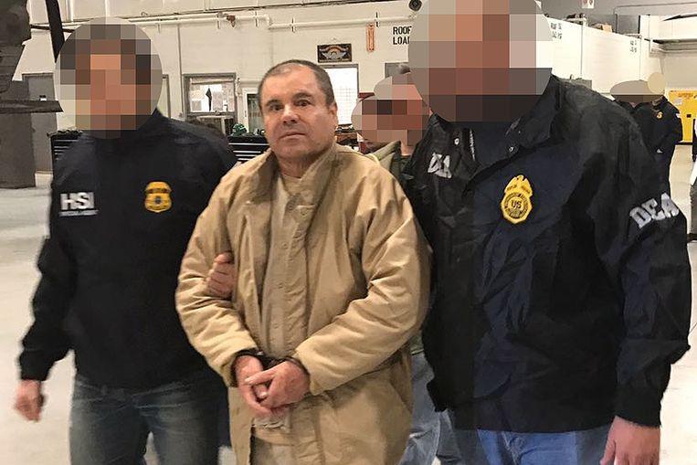 El Chapo bij zijn overbrenging naar de VS in 2017.