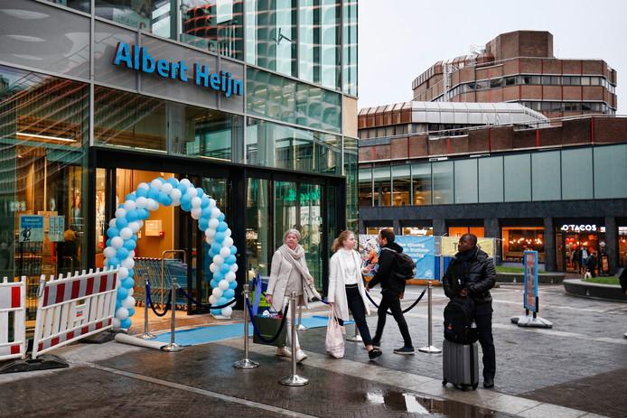 De nieuwe Albert Heijn-winkel aan het Stationsplein.