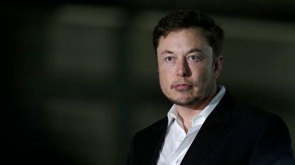 """""""Hij slaapt onder zijn bureau en iedereen is bang als hij op werkvloer komt"""": medewerkers onthullen hoe het is om voor Elon Musk te werken"""