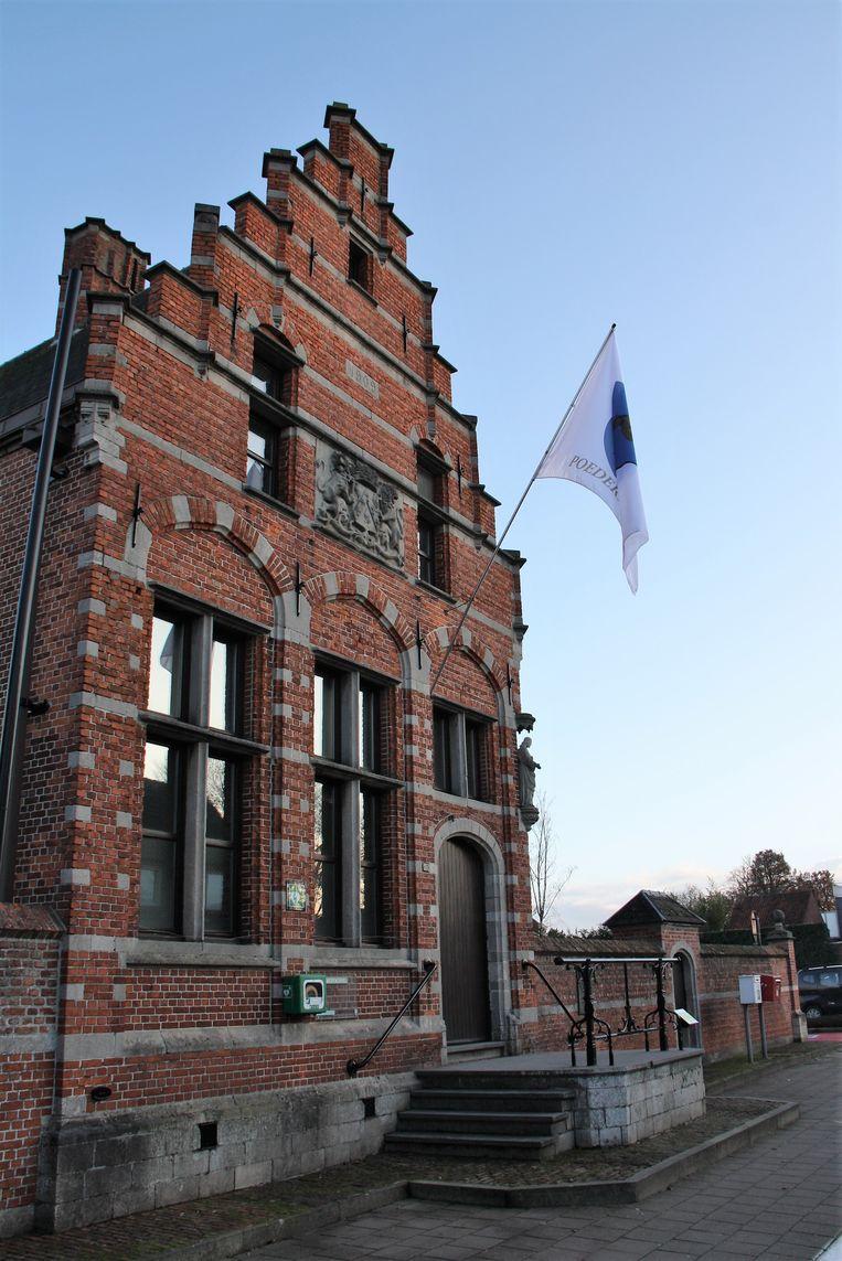 Het gemeentehuis van Poederlee.